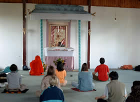 Meditation in the Darshan Hall in Timmern